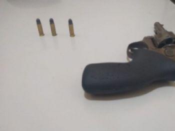 revólver calibre 32 de fabricação brasileira, encontrado na mata. Foto: Divulgação.