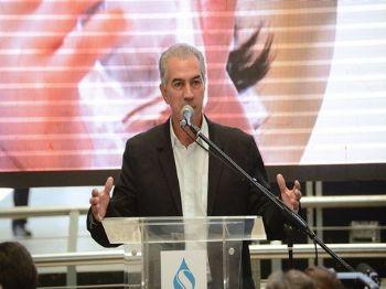 Em evento hoje, governo assinou contrato de investimentos de R$ 190 milhões em saneamento em 16 municípios - Foto: Bruno Henrique/Correio do Estado