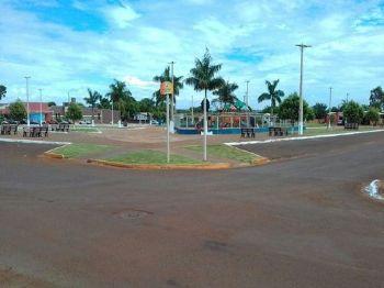 O parlamentar cobra sinalização de trânsito horizontal na rua Aimoré de Oliveira Lima, próxima a praça Central. Foto: Assessoria