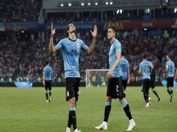 Cavani celebra segundo gol uruguaio com Giménez. Foto: MURAD SEZER REUTERS