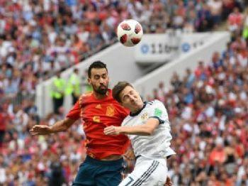 Espanha e Rússia fizeram uma partida Francisco Leong / AFP