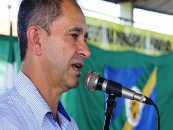 Dirceu Bettoni (PSDB) durante discurso. (Foto: Divulgação/Prefeitura de Paranhos)