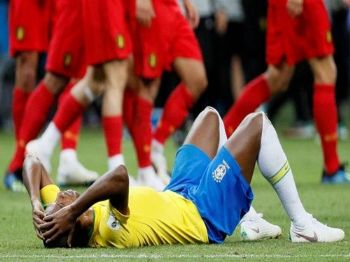 Fernandinho lamenta eliminação brasileira para a Bélgica. GLEB GARANICH REUTERS