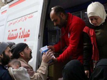 Voluntários da organização humanitária Crescente Vermelho entregam suprimentos médicos a civis em Ghouta, na Síria 05/03/2018 Crescente Vermelho Sírio/via REUTERS Foto: Reuters