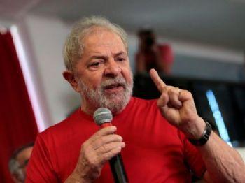 Lula discursa no sindicato dos Metalúrgicos de São Bernardo sobre julgamento do triplex do Guarujá (Foto: Leonardo Benassatto/Reuters)