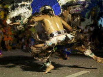 A performance dos caboclinhos ocorre geralmente nas ruas - Foto: Felipe Peres/Iphan
