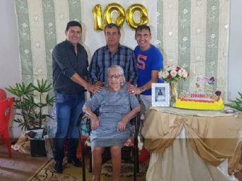 Asturio Matoso, Doreli Portela e Edivaldo Matoso ao lado da senhora Izabel. Foto: Divulgação