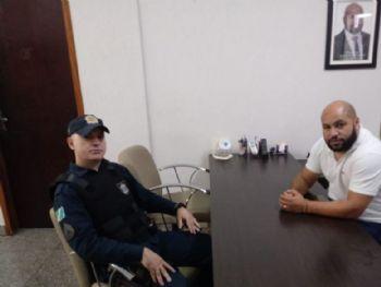 Comandante do 3 Grupo de Polícia Militar Sargento Schneider com Presidente da Câmara Municipal Alex Cordeiro. Foto: Divulgação