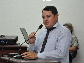 Devemos analisar se o nosso candidato está comprometido com o povo e tem propostas para melhorar nosso país, estado e nosso município, disse Valmor Flores. Foto: Assessoria