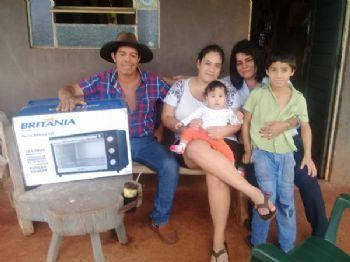 Alice Cardoso, junto com seu marido Henrique e seus filhos Alana Vitória, Pedro Henrique recebeu das mãos de Rute seu prêmio. Foto: Divulgação