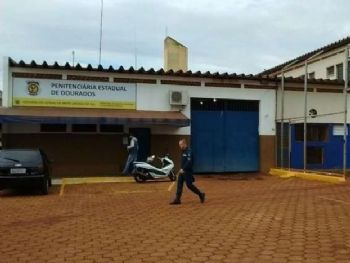 Penitenciária de Dourados, de onde preso condenado a nove anos por tráfico fugiu ontem (Foto: Adilson Domingos)