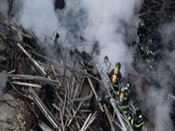 75 homens e mulheres da equipe de resgate trabalham para tentar salvar alguém com vida dos escombros - Foto: Divulgação Istoe