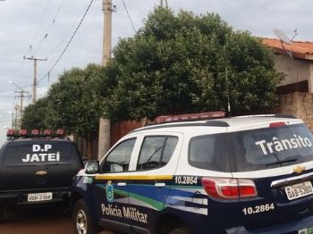 Polícia dentro, fora e no telhado de casa, durante operação foto - Cido Costa/DouradosAgora