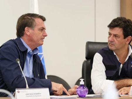 Bolsonaro e Mandetta durante videoconferência com prefeitos, em março - Foto: Isac Nóbrega/PR