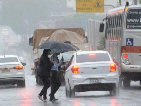 Chuva atingiu Campo Grande durante toda a manhã desta terça-feira - Foto: Bruno Henrique/ Correio do Estado