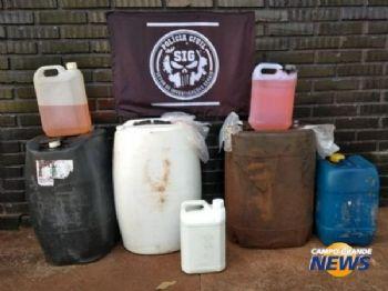 Galões com gasolina apreendidos em lava-rápido de Dourados (Foto: Adilson Domingos)