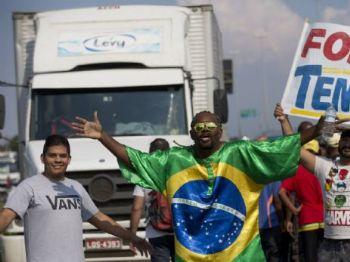 Protestos de caminhoneiros, no dia 25 de maio em Duque de Caxias (RJ). SILVIA IZQUIERDO AP