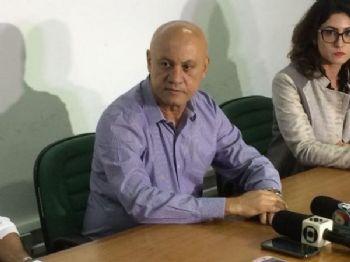 Secretário Carlos Alberto de Assis durante coletiva de imprensa na SAD (Foto: Gabriel Neris)