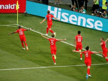 Comemoração do segundo gol da Inglaterra./Gleb Garanich/Reuters/Direitos reservados