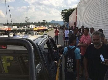 Caminhoneiros protestam na Rodovia Presidente Dutra (Cristina Indio do Brasil/Arquivo Agência Brasil)