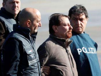 Battisti chegou a Roma e foi levado para um presídio onde cumprirá pena de prisão perpétua   (Max Rossi/Reuters/Direitos reservados)