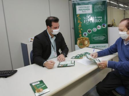 Alcir José Goldoni, presidente Executivo da Credicoamo, e José Aroldo Gallassini, presidente do Conselho de Administração da Credicoamo