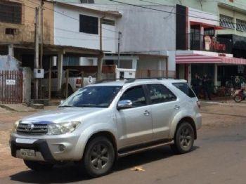 Toyota SW4 usada por Juana Torres, no local onde mulher e o filho foram atacados a tiros (Foto: Porã News)