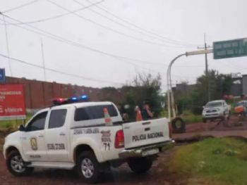 Viatura da Polícia Nacional fecha acesso entre Ponta Porã e Pedro Juan Caballero, nesta sexta-feira