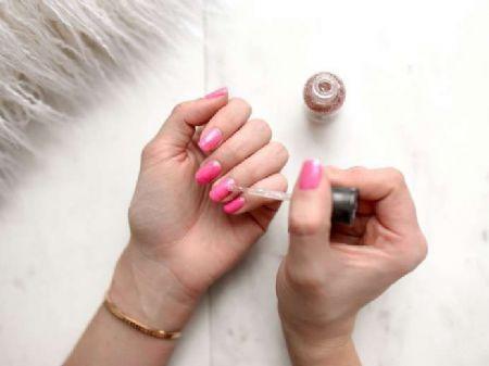 Como cuidar das unhas e fazer o esmalte durar mais (Foto: Unsplash)