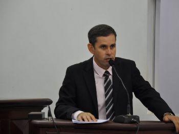 Já recebi diversas reclamações de moradores e comerciantes que consideram a taxa de iluminação pública no município abusiva e desproporcional. Disse, Gutierres.