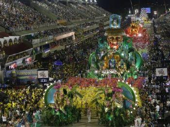 A Mangueira conquista seu 20º campeonato com um desfile sobre os heróis esquecidos da História do Brasil Foto: Luis Alvarenga / Agência O Globo
