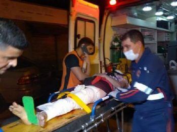 Professora atingida pelo veículo sendo colocada na viatura. (Foto: Adilson Domingos)