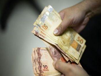 Inicialmente, o governo tinha proposto salário de R$ 998 para o ano que vem - Marcello Casal Jr/Arquivo/Agência Brasil