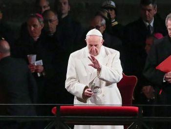 O papa Francisco pediu que se auxilie os pobres e condenou o consumismoEPA/Alessandro di Meo/Agência Lusa