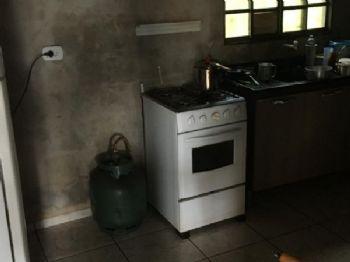 Cômodo com fumaça preta nas paredes da casa.