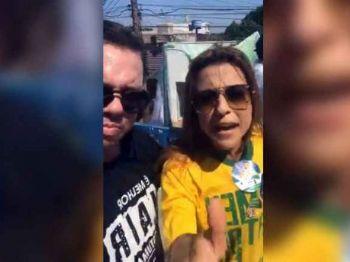 Live gravada por Rodolfo mostra Soraya de colete durante carreata em Dourados (Foto: Reprodução/Facebook)