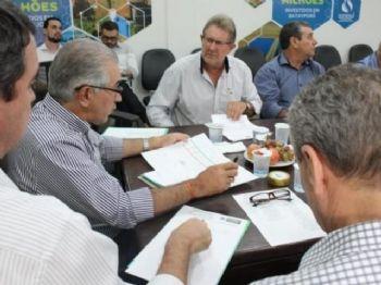 Prefeito de Laguna Carapã, Itamar Bilibio apresenta reivindicações para o município (Foto: Chico Ribeiro)