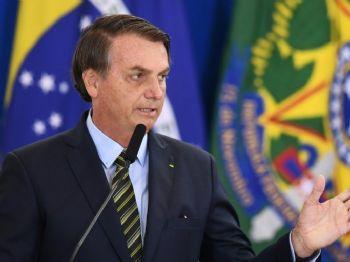 O presidente Jair Bolsonaro discursa durante cerimônia de promoção de generais das Forças Armadas em Brasília, 9 de dezembro de 2019 (Crédito: AFP)