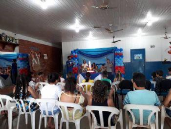 Serviço de Convivência e Fortalecimento de Vínculos comemorando o aniversário dos alunos do mês. Foto: Rede Social Alessandra Ribas Araújo