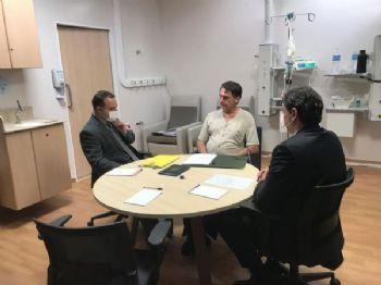 Jair Bolsonaro, reunido no hospital como  ministro da Infraestrutura, Tarcísio de Freitas, e o subchefe de Assuntos Jurídicos da Casa Civil da Presidência da República, Jorge Oliveira - Presidência da República