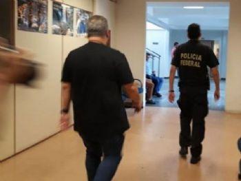 Policiais federais apreenderam documentos na secretaria da Casa Civil (Foto: Mayara Bueno)