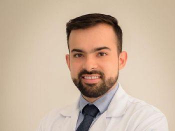 O médico Ricardo Marques Miranda atende no Centro de Tratamento de Coluna de Mato Grosso do Sul. - Foto: (Foto: Divulgação)