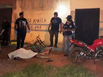 Vítimas foram executadas por dupla em moto. - Foto: Porã News