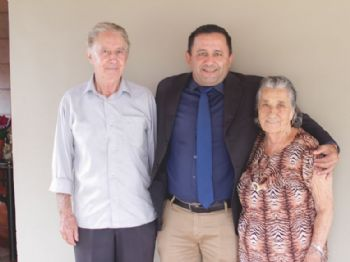 Milton Gonçalves, o chapéu, com Walter Camargo Espíndola e Ercy Brandão Espíndola. Foto: Divulgação