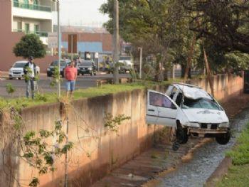 Acidente ocorreu na madrugada desta sexta-feira. - Foto: Álvaro Rezende