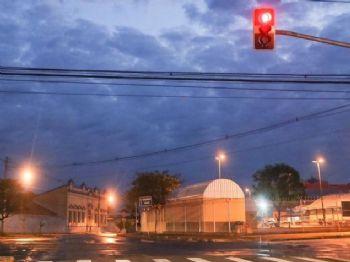 Em Campo Grande, o dia amanheceu com céu fechado e temperatura amena (Foto: Henrique Kawaminami)