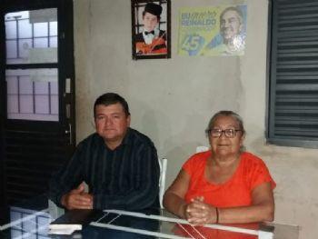 Maninho do PT ao lado de sua mãe Inácia Vega Ximenez. Foto: Divulgação