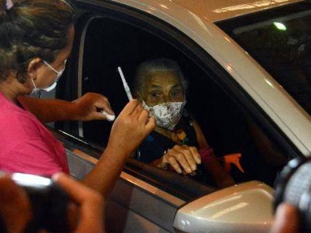 CAMPANHA. Vacinação de idosos ocorre desde o mês passado - Foto: Alvaro Rezende