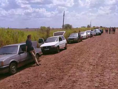 Veículos foram apreendidos ontem (15) na MS-380 (Divulgação/PM)